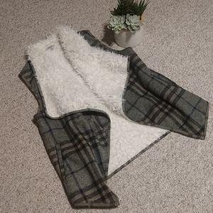 JODIFL Faux Fur-Lined Plaid Vest
